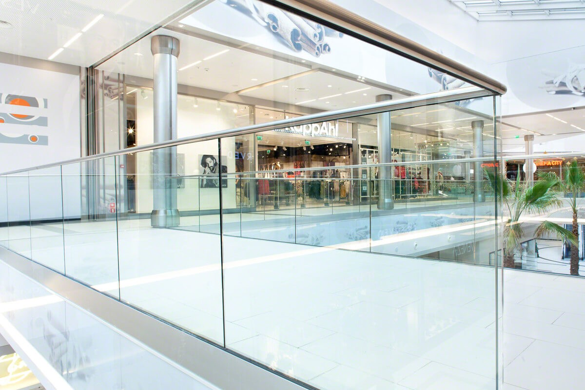 стеклянное ограждение для торговых ибизнес-центров