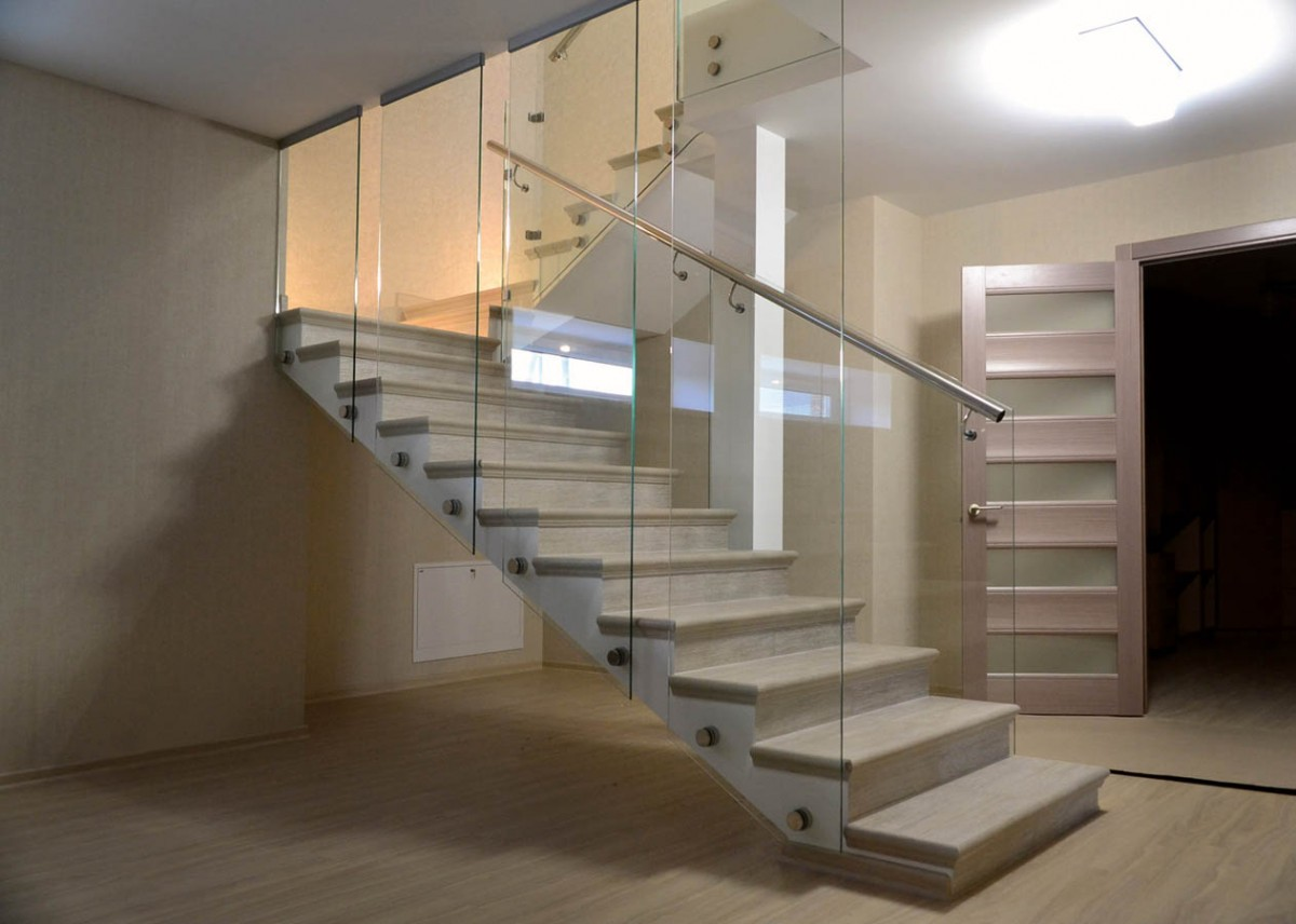 ограждение из стекла для маршевых лестниц