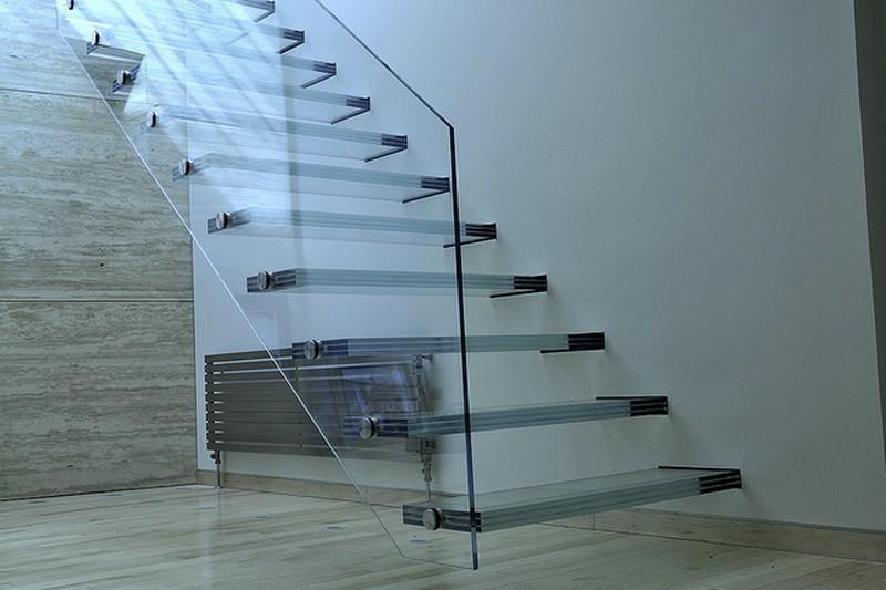 Ограждение лестницы в офисе