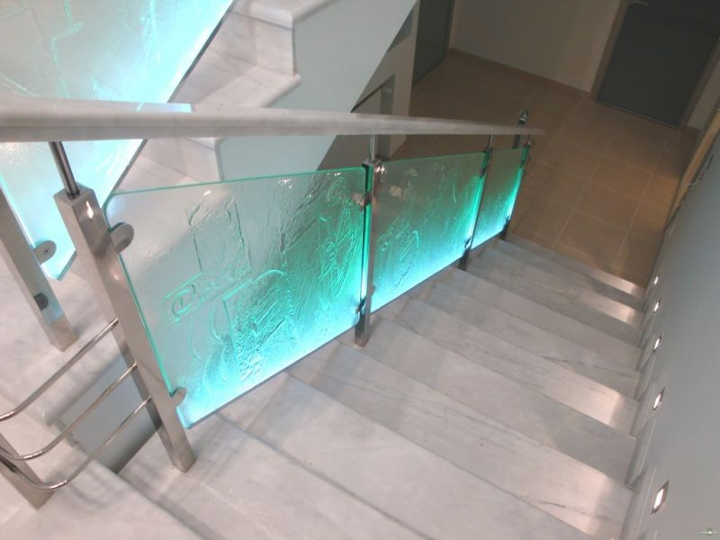 стеклянное ограждение для офиса с подсветкой