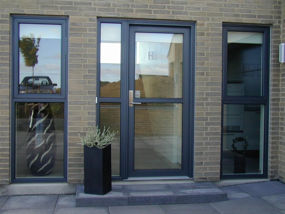 стеклянная входная дверь для магазина