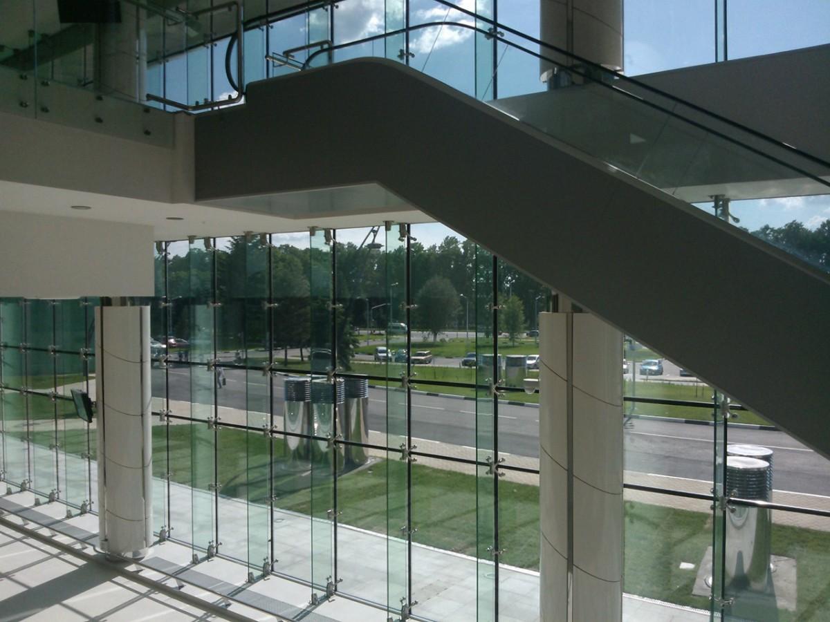 Спайдерное остекление фасадов