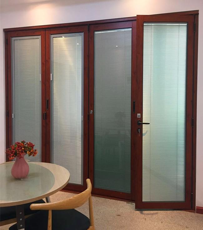 Распашные стеклянные двери двойное стекло и жалюзи