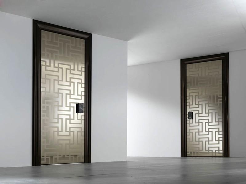 Межкомнатные распашныестеклянные двери