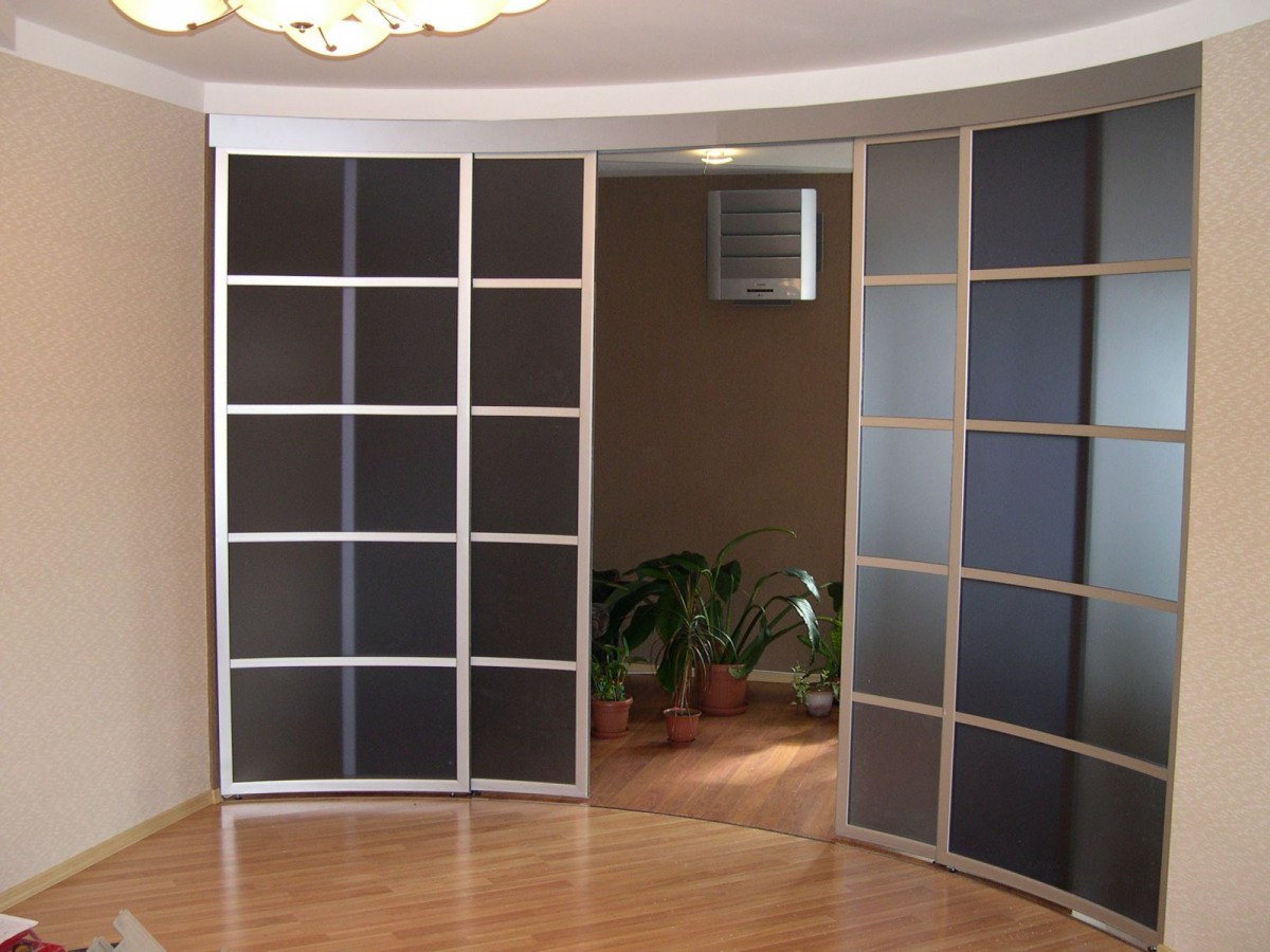 Раздвижные стеклянные радиусные двери