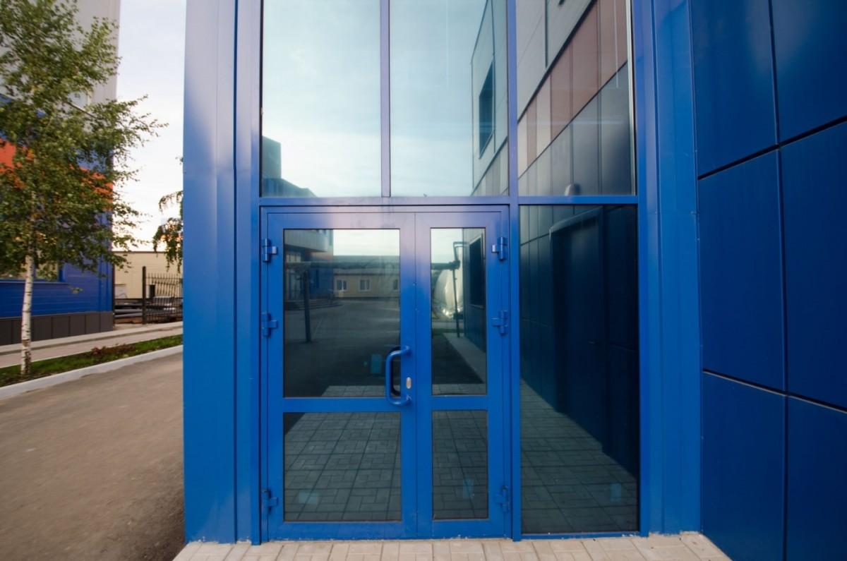 Входные холодные алюминиевые двери