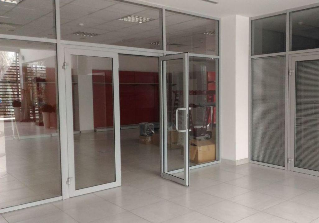 распашные входные двери из алюминия