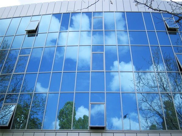 Фасад из алюминиевых витражей