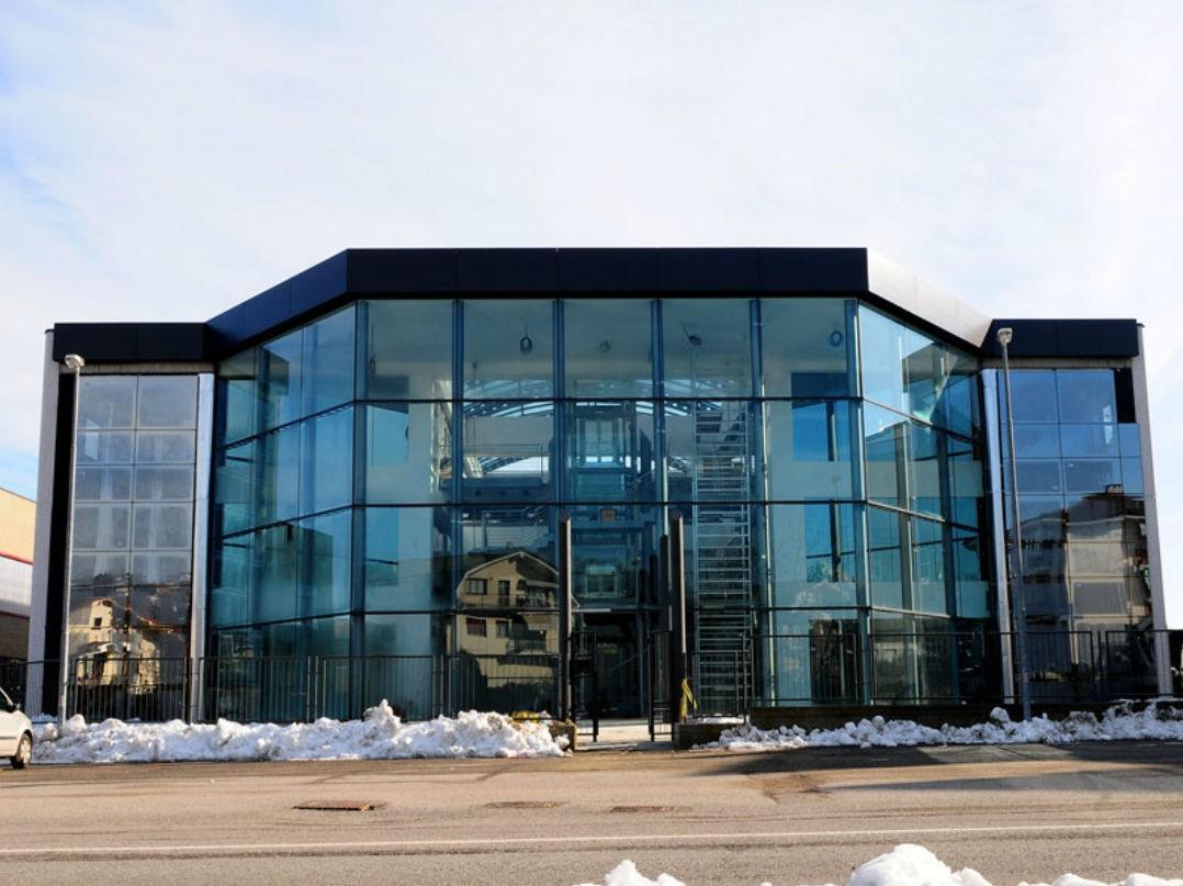 Стоечно-ригельное остекление фасада бизнес центра