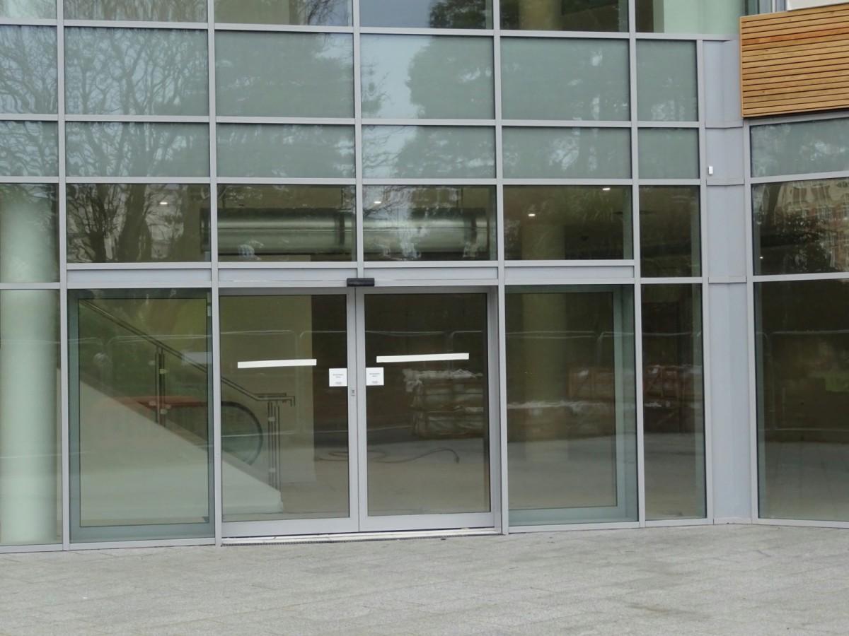 Алюминиевая входная группа в бизнес центр