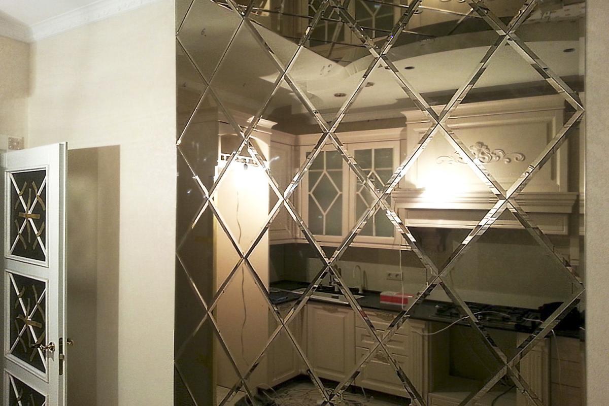 Зеркальное панно в гостиную