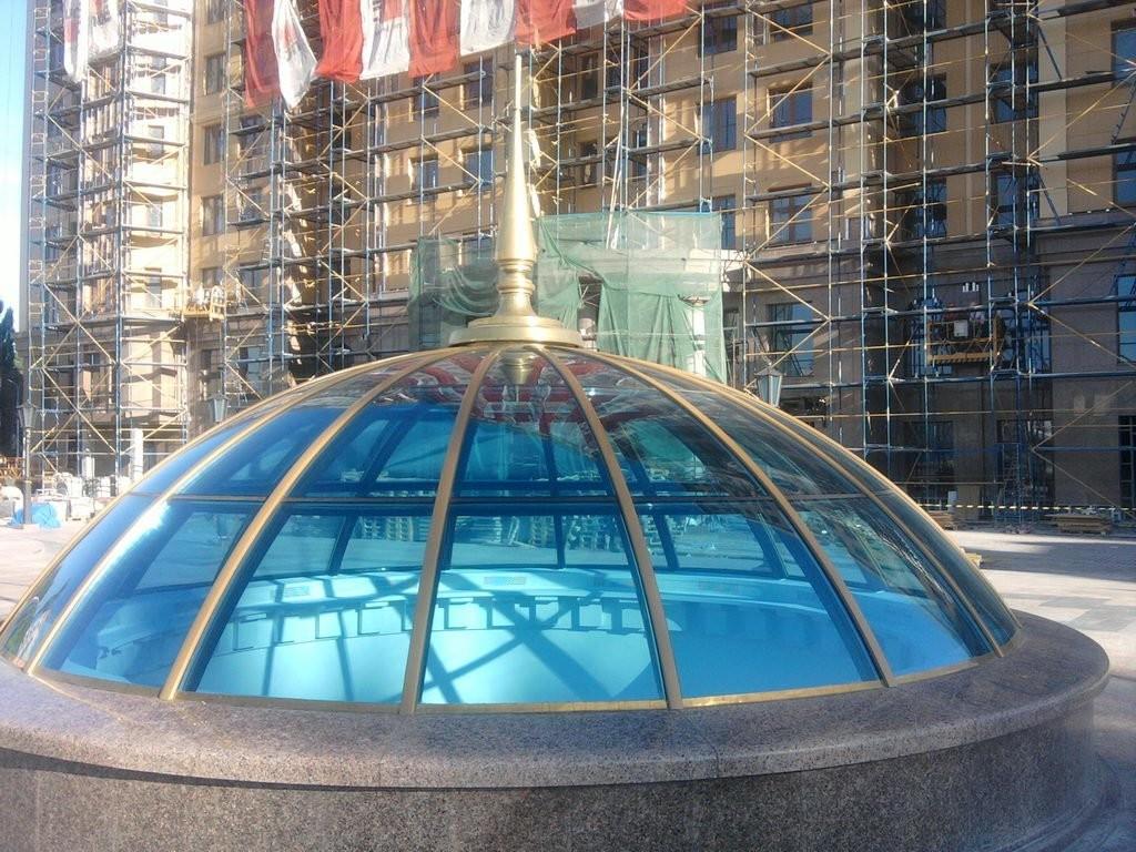 Стеклянные купола на кровле