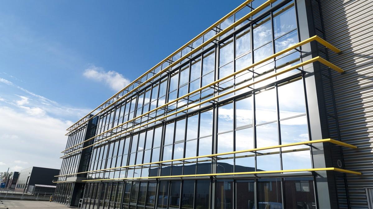 теплое остекление административных, промышленных зданий