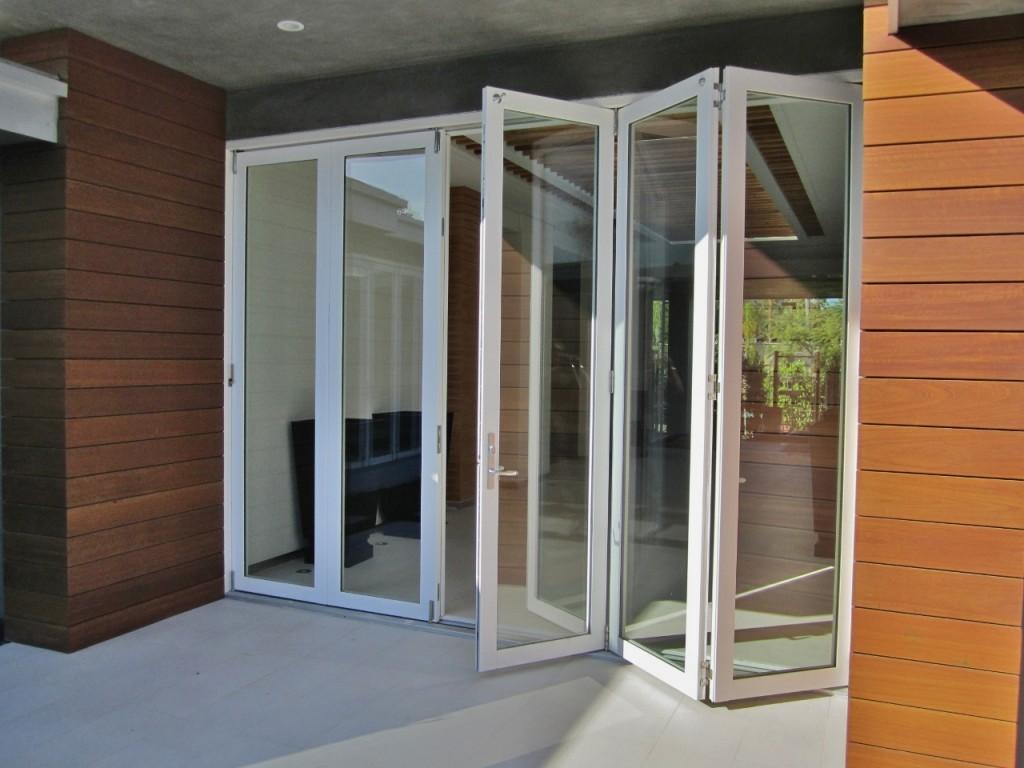 Стеклянные двери гармошка