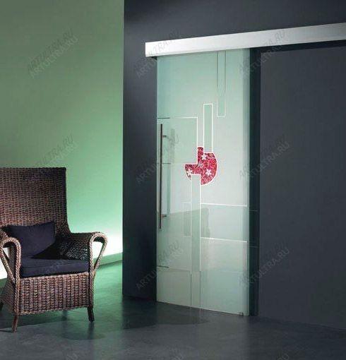 распашные стеклянные двери с притвором
