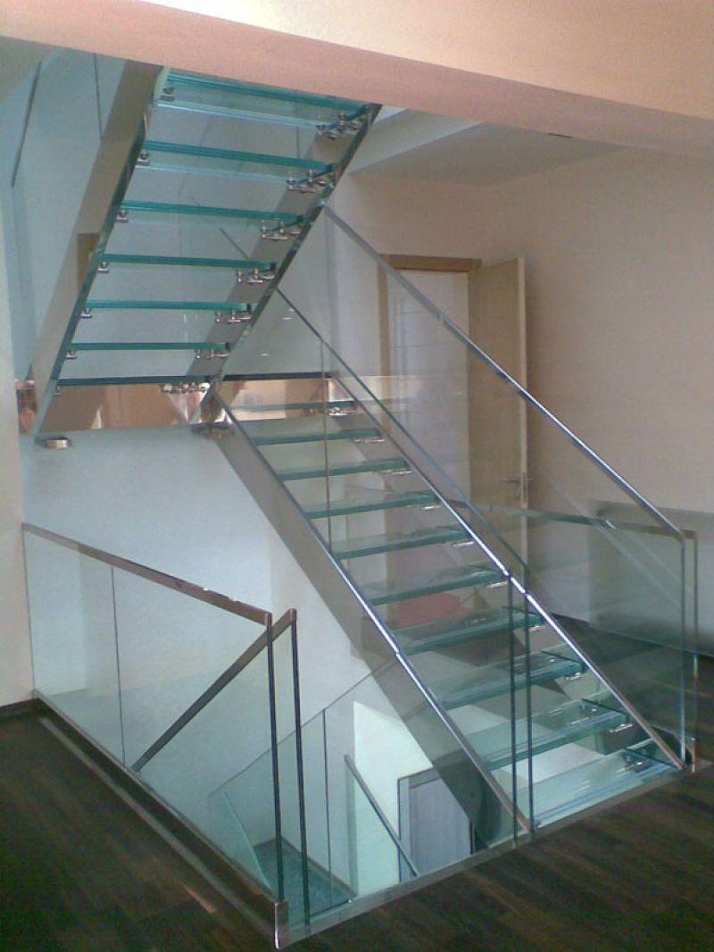 Комбинированная лестница из стекла