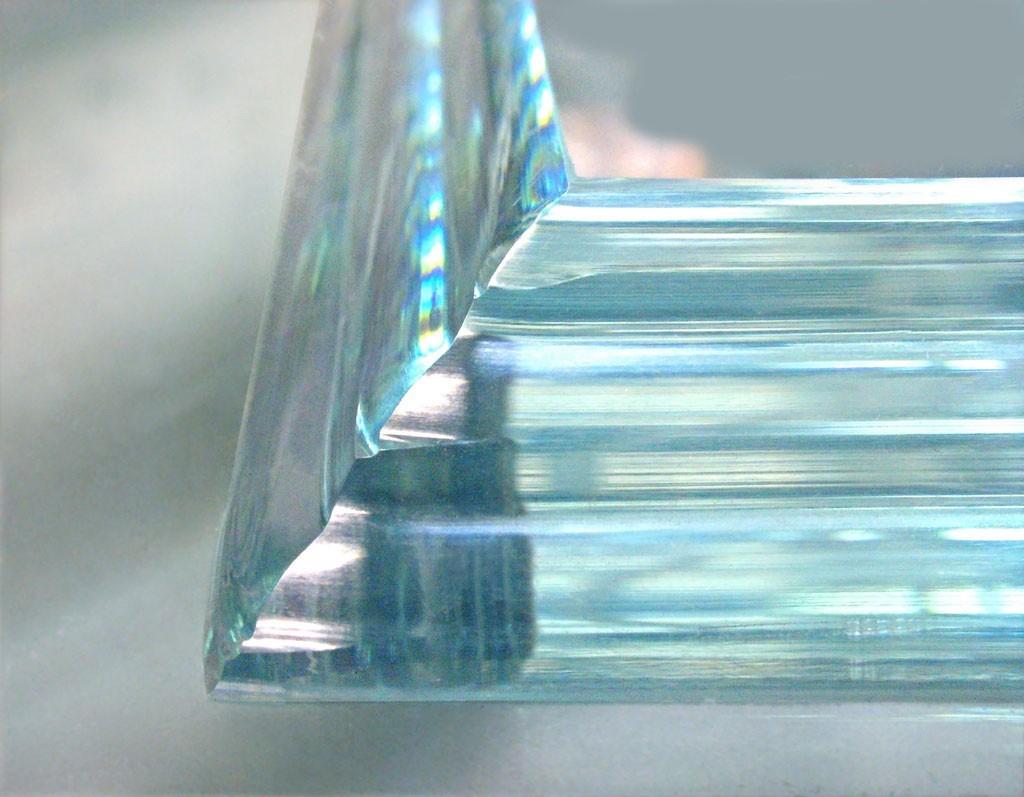 Закаленное стекло с полированной кромкой