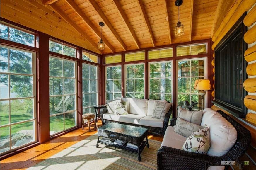 остекление террасы и веранды в деревянном доме